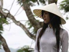 Diễm Xưa - KHÁNH LY - YouTube Diễm xưa, một sáng tác của nhạc sỹ nổi tiếng Trịnh Công Sơn và nữ ca sỹ Khánh Ly. Được sáng tác vào những năm 60, nó cũng được coi là một trong những bài nhạc giúp Trịnh Công Sơn được công chúng biết đến và yêu mến cho đến ngày nay.