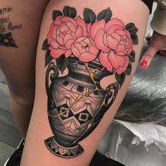 """Gefällt 1,504 Mal, 2 Kommentare - TattooSnob (@tattoosnob) auf Instagram: """"Kintsugi Vase tattoo by @challenjer at @blackanviltattoo in Fort Wayne, IN #challenjer #chadlenjer…"""""""