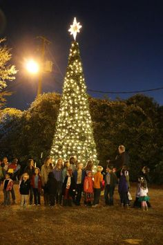 33rd Annual Christmas Festival will be held in Downtown Bay Minette on Friday, December 11th & Saturday December 12th.    The Annual Christmas Fest is a longstanding tradition complete with a Christmas Tree Lighting, Live Entertainment, Arts & Crafts, Good Food, an Art Contest and culminating on Saturday afternoon with the Annual Christmas Parade!