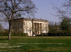 Dans le Maine-et-Loire, le domaine de Pignerolles dispose en son cœur d'un château érigé en 1776. Réplique du Petit Trianon de Versailles, il est de style néo-classique et accueille, depuis 1992, le Musée Européen de la Communication.  ©  Jacqueline Bossé http://www.linternaute.com/