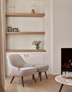 Built In Shelves Living Room, Living Room Tv, Home And Living, Home Fireplace, Living Room With Fireplace, Paint Fireplace, Home Design, Home Interior Design, Muebles Living