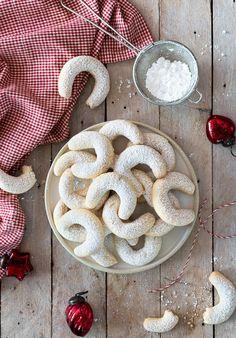Klassische Vanille Kipferl - Famous Last Words Vanilla Biscuits, Vanilla Cookies, Peanut Butter Cookies, Easy Easter Desserts, Christmas Desserts, Christmas Cookies, Easter Recipes, Christmas Recipes, Easy Cake Recipes