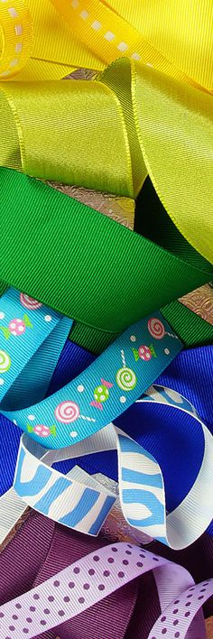 Grosgrain Ribbon: Printed and Colored Grosgrain Ribbons Have a Nice Texture That's Easy to Make Bows with and Craft with. #grosgrainribbon