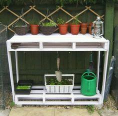 Pallet gardening stand