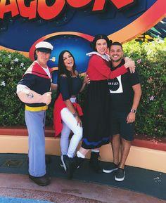 Essa Olívia é bem vaquinha 🐮! Tava cheidi ela! Cheidi graça com Diego! 😬 Universal Studios, Disney Trips, Picture Ideas, Orlando, Disneyland, Cheer Skirts, Florida, Couples, Instagram
