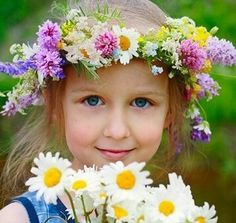 Swedish Midsummer Girl with flowers in her hair Flowers In Hair, Wild Flowers, Midsummer Nights Dream, Beltane, Summer Solstice, Baby Kind, Photos, Pictures, Beautiful Children