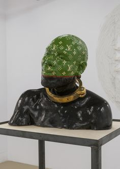 green - head - man - figurative ceramic sculpture -  Earthware, porcelain, gold and metal - Eddy Firmin