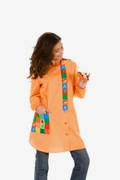 Apron Designs, Boys Wear, Scrubs, Ideias Fashion, How To Make, How To Wear, Sewing, Womens Fashion, Sweaters