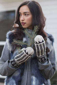 Ibex Valley Mittens Knitting Pattern Honor the prairies of northern Canada with this knitted mittens pattern featuring stranded motifs. Record of Knitting Wo. Knitted Mittens Pattern, Knit Mittens, Knitting Patterns, Learn How To Knit, Learn To Crochet, Pop Up Blocker, Bamboo Knitting Needles, Knitted Bags, Needles Sizes