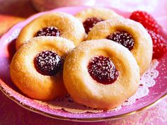 Get your thumbs ready, food fans! These cute-as-can-be Linzer Thumbprints are begging for a spot on your holiday table. Sponsored by Crisco®.
