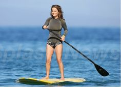 Giada De Laurenttis, is an Italian America chef with quite a number of Food Network cooking shows in her resume, notably Everyday Italian an. Giada De Laurentiis, Sporty Girls, Surf Girls, Beautiful Italian Women, Nbc Today Show, Sup Stand Up Paddle, Alexis Bledel, Long Torso