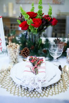 Decorating your christmas table with red flowers2