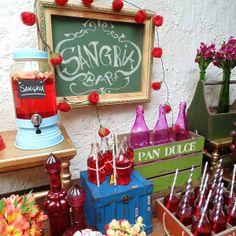 Suqueira de Vidro Azul #shofesta @ShopFesta.Suqueira de Vidro Blue Sky dá um toque todo especial ao seu evento. Sirva sucos, água aromatizada e drinks. Para compor sua decoração use Garrafinha de Vidro e Canudo de Papel à venda aqui na Shopfesta. Veja nossos Vídeos para Inspirar-se!