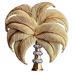 """Exquisite Tiffany & Co. 18K gold palm tree brooch. Finely crafted item with triple platinum banded & """"illusion"""" set diamond """"trunk"""" Italy, circa 1950s."""