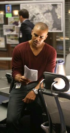 Learning his lines in season 9. Shemar Moore aka Derek Morgan