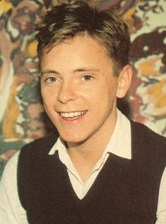 Bernard Sumner (Bernard Dicken) (January 4, 1956) British singer and guitarist, o.a. known from the band New Order.