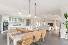 Harmonious Hamptons Style by Mr Home Staging & Design