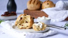 Upečte si domácí žemle s bylinkami a sušenými rajčaty Camembert Cheese, Muffin, Dairy, Baking, Breakfast, Breads, Morning Coffee, Bread Rolls, Bakken