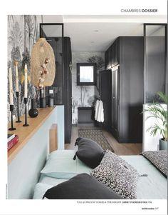 Création d'un espace entrée, salon, sallle à manger et bureau. Small Spaces, Sweet Home, Entryway, Bedroom Decor, Loft, Top Top, Wallpaper Ideas, Luxury, Architecture