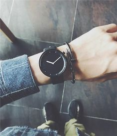 Minimalist stylish men quartz watches drop shipping 2018 new fashion simple black clock BGG brand male wristwatches gifts Watches For Men Unique, Vintage Watches For Men, Luxury Watches For Men, Tag Heuer, Datejust Rolex, Ropa Interior Calvin, Cartier, Black Clocks, Swiss Army Watches