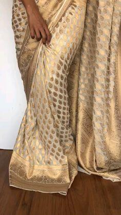 Bridal Sarees South Indian, Indian Bridal Outfits, Indian Designer Outfits, Cotton Saree Designs, Silk Saree Blouse Designs, Silk Sarees, Casual Indian Fashion, Look Fashion, Stylish Sarees