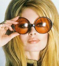 brigitte bardot with sunglasses Brigitte Bardot, Bridget Bardot, Pin Up Retro, Animal Activist, Marlene Dietrich, Catherine Deneuve, French Actress, Classic Beauty, Vintage Beauty