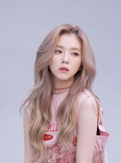 Irene Red Velvet like how the tone of her hair blends in with her skin this would be great base with the red/orange Older Women Hairstyles, Everyday Hairstyles, African Hairstyles, Pixie Hairstyles, Hairstyles With Bangs, Braided Hairstyles, Updos Hairstyle, Hairstyles 2018, Feathered Hairstyles