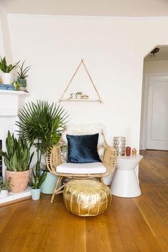 #LaminateHardwoodFlooring Boho Living Room, Living Room Decor, Bedroom Decor, Bohemian Living, Bedroom Ideas, Wall Decor, Living Rooms, Headboard Ideas, Cozy Living