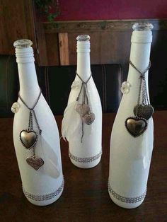 Getting inspired by use of old wine bottles done by others? Here we bring a meticulously planned round up of the most creative wine bottle painting ideas. These DIY wine bottle painting designs is sure to add bling to your home decor. Empty Wine Bottles, Recycled Wine Bottles, Wine Bottle Corks, Glass Bottle Crafts, Painted Wine Bottles, Diy Bottle, Decorated Bottles, Glass Bottles, Vodka Bottle