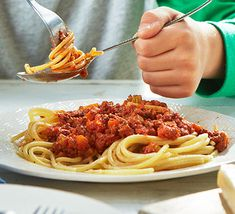 Make the most of Quorn mince for this easy veggie Bolognese that's low in fat and calories. Cook a large batch ahead and freeze for easy family dinners Quorn Recipes, Mince Recipes, Veggie Recipes, Vegetarian Recipes, Savoury Recipes, Veggie Food, Vegan Meals, Healthy Recipes, Healthy Lunches