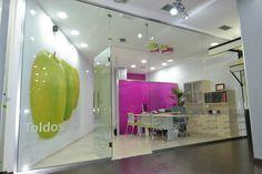 #Tienda #moderno #contract via @planreforma #accesorios #puertas #vidrio #lamparas #iluminacion #revestimiento #ventanas #madera