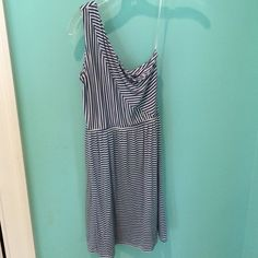 Perfect summer one shoulder dress! Perfect condition only worn once! Xs but fits like a small Envi Dresses One Shoulder