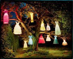 lamp van poppenjurkje