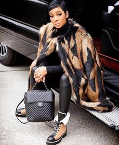 Bring on the Fur( Celebrity Look, Celebrity Dresses, Celeb Style, Fashion Dolls, Fashion Outfits, Womens Fashion, Fashion Ideas, Street Chic, Street Style