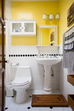 How To Make The Most Of A Bathroom With A Pedestal Sink — Renters Solutions