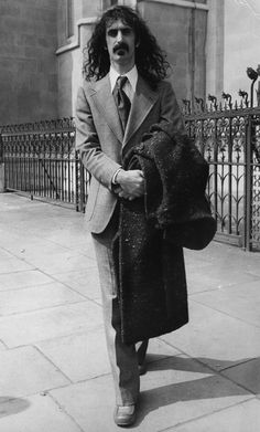a very dapper frank zappa…looks like outside the High Courts, London?