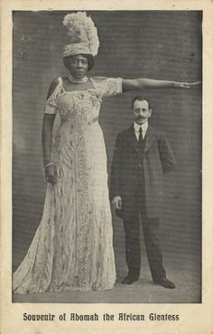 Ella Williams who prefers to be call by her showbiz name Mme Abomah was once the world`s tallest hot and beautiful lady in the late and early She was reputed to be giantess Giant People, Tall People, Black People, Nephilim Giants, Human Oddities, Images Vintage, Vintage Pictures, Black History Facts, Vintage Circus