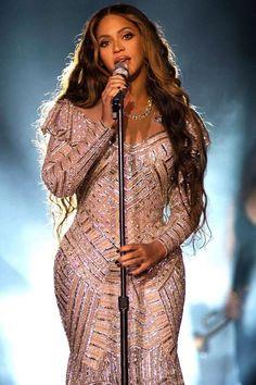 Revealing The Secret of Beyonce Beauty. Beyonce 2013, Estilo Beyonce, Beyonce Coachella, Beyonce Knowles Carter, Beyonce Style, Beyonce Performance, King B, Beyonce Makeup, Beyonce Pictures