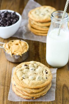 Peanut Butter Chocolate Chip Cookies---The ultimate chewy peanut butter chocolate chip cookie. Sweet, peanutty, and delicious. | livforcake.com