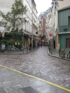 The Best Places to Ride a Bike in #Paris including the Latin Quarter, Seine banks, and day trips to Versaille and the Champagne Region | Full article at http://thegirlandglobe.com/hipmunk-city-love-the-best-places-to-ride-a-bike-in-paris/ | #travel #europe #sightDOING #france #cycling #hipmunkcitylove