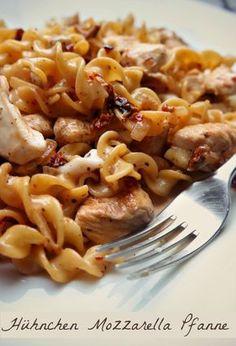 Rezept für Nudelpfanne mit getrocknete Tomaten und Mozzarella vom Foodblog Villa Lebenslust.