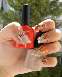 Fall is here ? Brown and orange fall designs using - Nageldesign Round Nails, Oval Nails, Fall Nail Art Designs, Fall Designs, Diy Nails Manicure, Gel Nail Polish, Nail Polishes, Fall Is Here, Halloween Nail Art