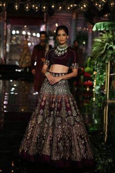 Manish Malhotraat India Couture Week 2016 - Look 2