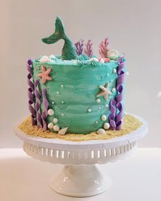 Cake with lemon crown - HQ Recipes Twin Birthday Cakes, Mermaid Birthday Cakes, Mermaid Cakes, Cake Decorating Videos, Cookie Decorating, Cupcakes, Cupcake Cakes, Sirenita Cake, Zoe Cake