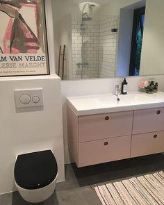 Hjemtil8270 (@hjemtil8270) • Instagram-billeder og -videoer Double Vanity, Bathroom, Instagram, Washroom, Bath Room, Double Sink Vanity, Bath, Bathrooms