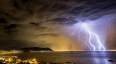 Dazzling Photos of Rare Lightning Over Cape Town