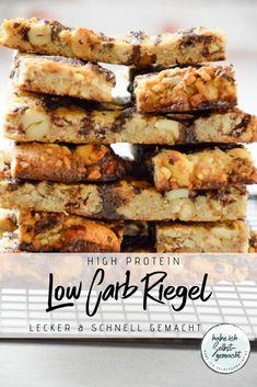 Low-Carb Riegel mit einer Extraportion Eiweiß ganz einfach selber herstellen. Mit vielen gesunden Zutaten und wenig Kohlenhydraten. Low Carb Riegel, One Pot Vegetarian, Pork Recipes For Dinner, Cooking Recipes, Healthy Recipes, Healthy Food, Low Carb Sweets, High Protein Low Carb, Fabulous Foods