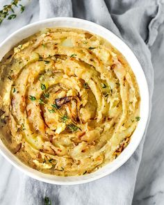 Vegan Caramelized Onion Mashed PotatoesThese Vegan Caramelized Onion Mashed Potatoes are the perfect Thanksgiving or Christmas side dish. With only 8 ingredients required, these creamy mashed potatoes made with vegan butter and coconut milk ar Homemade Mashed Potatoes, Vegan Mashed Potatoes, Vegan Thanksgiving, Thanksgiving Side Dishes, Onion Recipes, Potato Recipes, Vegan Side Dishes, Caramelized Onions, Vegan Dinners