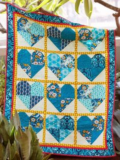 10 FREE Beginner Quilt Patterns That Every Quilter Needs - Patchwork - Quilt Baby, Rag Quilt, Block Quilt, Star Quilt Blocks, Star Quilts, Mini Quilts, Quilting For Beginners, Sewing Projects For Beginners, Beginner Quilting
