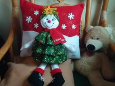 Christmas 2019 : Christmas decorations 2019 - 2020 that you can make with felt Beautiful Christmas Decorations, Felt Christmas Decorations, Felt Christmas Ornaments, Christmas Snowman, Christmas Wreaths, Christmas Crafts, Holiday Decor, Christmas 2019, Christmas Sewing